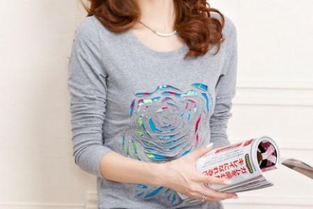 极简主义的t恤就像深邃的自然美一样简单