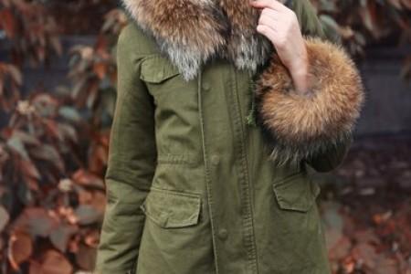 温暖的毛皮衣领和毛皮帽子塑造了手掌脸的美丽