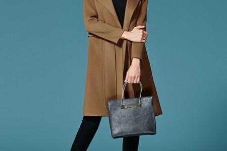 经典外套选择驼色或黑色