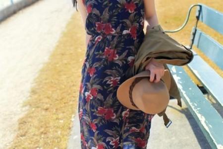 她穿的衣服是水中的花朵