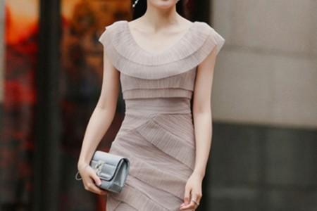 嘿,女神,你为什么更喜欢这件衣服?