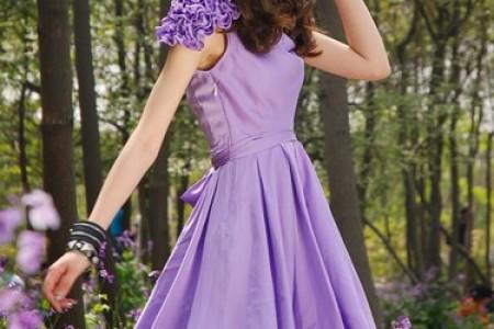 多样美丽的裙子和多彩的夏天